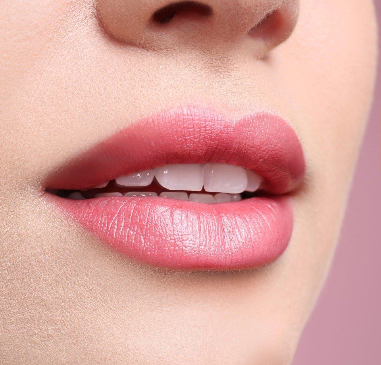 דוקטור קונפינו עיצוב ומילוי שפתיים
